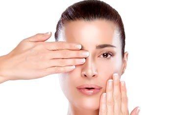 Сыворотка или крем для лица: что важнее? Заменить ли сыворотку на крем, или крем на сыворотку? Крем и сыворотка: в каких случаях лучше использовать.